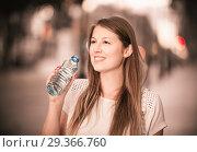 Купить «Girl drinking water during walk», фото № 29366760, снято 15 августа 2017 г. (c) Яков Филимонов / Фотобанк Лори