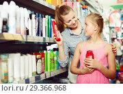 Купить «woman with daughter holding shampoo», фото № 29366968, снято 5 августа 2017 г. (c) Яков Филимонов / Фотобанк Лори