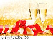 Купить «Champagne and present», фото № 29368156, снято 26 сентября 2013 г. (c) Иван Михайлов / Фотобанк Лори