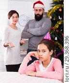 Купить «Parents lecturing daughter at Christmas», фото № 29368396, снято 29 февраля 2020 г. (c) Яков Филимонов / Фотобанк Лори