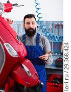 Купить «attractive man worker ready to repair motorcycle in workshop», фото № 29368424, снято 13 декабря 2018 г. (c) Яков Филимонов / Фотобанк Лори