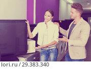 Купить «Young couple choosing TV set», фото № 29383340, снято 19 января 2019 г. (c) Яков Филимонов / Фотобанк Лори