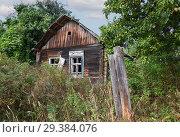 Купить «Very old house in the grass», фото № 29384076, снято 3 сентября 2018 г. (c) Алексей Кузнецов / Фотобанк Лори