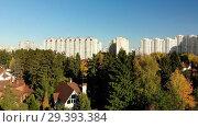 Купить «upward movement of cottage village near Moscow, Russia», видеоролик № 29393384, снято 21 сентября 2019 г. (c) Володина Ольга / Фотобанк Лори