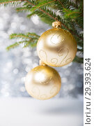 Купить «Christmas decorations, balls on tree», фото № 29393624, снято 6 ноября 2018 г. (c) Юлия Бабкина / Фотобанк Лори