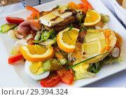 Купить «Salad with goat cheese, greens, vegetables», фото № 29394324, снято 6 октября 2018 г. (c) Яков Филимонов / Фотобанк Лори