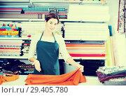 Купить «Seller measuring cloth», фото № 29405780, снято 4 января 2017 г. (c) Яков Филимонов / Фотобанк Лори