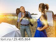 Купить «photographer shooting female model on seaside», фото № 29405864, снято 5 октября 2018 г. (c) Яков Филимонов / Фотобанк Лори