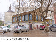 Nizhny Novgorod, Russia. - March 24.2017. Residential wooden two-storey house on the street Gruzinskaya 3. Редакционное фото, фотограф Владимир Петров / Фотобанк Лори
