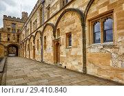Купить «Tom Quad. Christ Church. Oxford University. England», фото № 29410840, снято 15 мая 2009 г. (c) Serg Zastavkin / Фотобанк Лори
