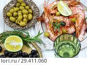 Лангустин с лаймом и белым вином. Стоковое фото, фотограф Марина Володько / Фотобанк Лори