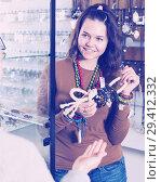 Купить «Woman offering to buy fashionable bracelets i», фото № 29412332, снято 27 апреля 2017 г. (c) Яков Филимонов / Фотобанк Лори