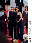 Купить «71st annual Cannes Film Festival - 'Girls of the Sun' - Premiere Featuring: Marion Cotillard Where: Cannes, France When: 12 May 2018 Credit: WENN.com», фото № 29416708, снято 12 мая 2018 г. (c) age Fotostock / Фотобанк Лори
