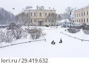 Купить «St. Petersburg in the winter. Embankment of Griboyedov Canal. Ducks on Nikolskaya Square in the snowfall», фото № 29419632, снято 26 января 2016 г. (c) Виктория Катьянова / Фотобанк Лори