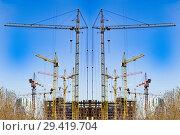 Купить «Строительство нового жилого домов на фоне  неба», фото № 29419704, снято 14 декабря 2018 г. (c) Сергеев Валерий / Фотобанк Лори