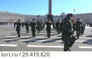 Купить «Военный оркестр на репетиции парада в честь Дня Победы солнечным апрельским днем. Санкт-Петербург», видеоролик № 29419820, снято 4 апреля 2018 г. (c) Виктор Карасев / Фотобанк Лори