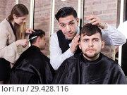 Купить «Hairdresser discussing hairstyling with male client», фото № 29428116, снято 5 марта 2018 г. (c) Яков Филимонов / Фотобанк Лори