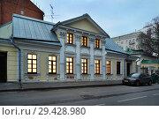 Купить «Москва, Большой Лёвшинский переулок, дом 15, строение 1», эксклюзивное фото № 29428980, снято 30 апреля 2018 г. (c) Dmitry29 / Фотобанк Лори