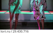 Купить «Fashion Show. Female models walk on the runway in dresses on heels. Slow motion», видеоролик № 29430716, снято 12 декабря 2018 г. (c) Константин Шишкин / Фотобанк Лори