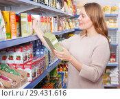 Купить «woman customer choosing groats», фото № 29431616, снято 11 апреля 2018 г. (c) Яков Филимонов / Фотобанк Лори