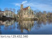 Церковь Св. Иоанна на пожарном озере в Штутгарте, Германия (2017 год). Стоковое фото, фотограф Михаил Марковский / Фотобанк Лори