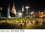 Купить «Moscow Night Bicycle Parade panorama», фото № 29432756, снято 5 августа 2018 г. (c) Донцов Евгений Викторович / Фотобанк Лори