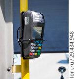 Купить «Терминал для оплаты проезда на поручне общественного транспорта», фото № 29434948, снято 25 июня 2018 г. (c) Вячеслав Палес / Фотобанк Лори