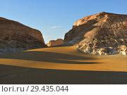 Купить «Aqabat mountains in Sahara, Egypt», фото № 29435044, снято 25 декабря 2008 г. (c) Знаменский Олег / Фотобанк Лори
