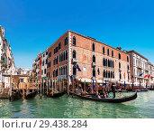 Купить «View on the Grand canal and gondolas with tourists, Venice, Italy», фото № 29438284, снято 19 апреля 2017 г. (c) Наталья Волкова / Фотобанк Лори
