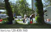Купить «Mobile receiving point of waste recycling. environmental movement RAZdelniy sbor», видеоролик № 29439160, снято 2 июня 2018 г. (c) Ирина Мойсеева / Фотобанк Лори