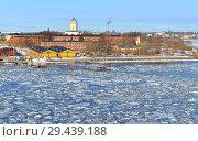 Купить «Suomenlinna (Sveaborg), beautiful sea fortress built on six islands and which now forms part of city of Helsinki. Winter, ice drift», фото № 29439188, снято 26 марта 2018 г. (c) Валерия Попова / Фотобанк Лори