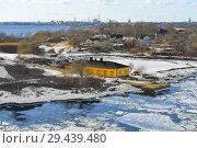 Купить «Suomenlinna (Sveaborg) island. Жилые дома. Хельсинки, Финляндия. Конец зимы», фото № 29439480, снято 26 марта 2018 г. (c) Валерия Попова / Фотобанк Лори