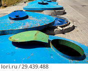 Купить «Площадка для бытовых отходов с большими металлическими контейнерами», фото № 29439488, снято 27 июня 2018 г. (c) Вячеслав Палес / Фотобанк Лори