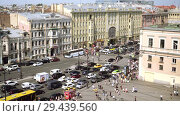 Купить «Aerial view of pedestrian crossing of Ligovsky prospect, Moscow railway station», видеоролик № 29439560, снято 8 августа 2018 г. (c) Ирина Мойсеева / Фотобанк Лори