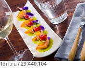 Купить «Ceviche of pickled salmon on kiwi with figs, cumquat», фото № 29440104, снято 21 октября 2019 г. (c) Яков Филимонов / Фотобанк Лори