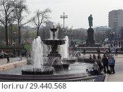 Купить «Москва, фонтаны на Пушкинской площади», эксклюзивное фото № 29440568, снято 1 мая 2018 г. (c) Дмитрий Неумоин / Фотобанк Лори