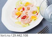 Купить «Ceviche with shrimps, lime, orange», фото № 29442108, снято 21 ноября 2019 г. (c) Яков Филимонов / Фотобанк Лори