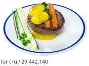 Купить «Beef patty with baked vegetables», фото № 29442140, снято 20 апреля 2019 г. (c) Яков Филимонов / Фотобанк Лори