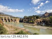 Купить «Первая грузинская гидроэлектростанция - Земо-Авчальская ГЭС на реке Кура и монастырь Джвари высоко на горе. Мцхета, Грузия», фото № 29442616, снято 24 сентября 2018 г. (c) Юлия Бабкина / Фотобанк Лори