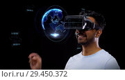 Купить «man in vr headset with virtual earth projection», видеоролик № 29450372, снято 22 мая 2019 г. (c) Syda Productions / Фотобанк Лори