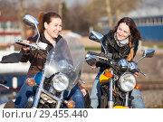 Купить «Радостные мотоциклистки на мотоциклах», фото № 29455440, снято 30 апреля 2018 г. (c) Кекяляйнен Андрей / Фотобанк Лори