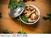 Купить «stewed chicken stomachs with vegetables and buckwheat in a bowl», фото № 29457008, снято 6 ноября 2018 г. (c) Peredniankina / Фотобанк Лори