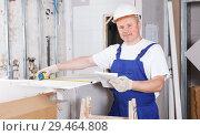 Купить «Worker engaged in drywall mounting», фото № 29464808, снято 28 мая 2018 г. (c) Яков Филимонов / Фотобанк Лори