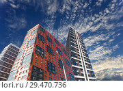 Multi-storey building under construction (new residential complex) against the sky, Moscow, Russia (2018 год). Стоковое фото, фотограф Владимир Журавлев / Фотобанк Лори