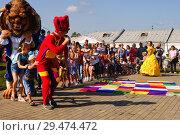 Дети танцуют на празднике (2018 год). Редакционное фото, фотограф Екатерина Разгуляева / Фотобанк Лори