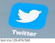 Купить «Иконка Twitter на экране телефона», фото № 29474560, снято 24 ноября 2018 г. (c) E. O. / Фотобанк Лори