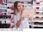 Купить «Attractive young woman looking for powder», фото № 29475232, снято 31 января 2018 г. (c) Яков Филимонов / Фотобанк Лори