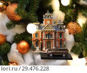Купить «Christmas and New Year. Toy house on Christmas tree», фото № 29476228, снято 25 ноября 2018 г. (c) Валерия Попова / Фотобанк Лори
