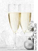 Купить «Champagne and decor», фото № 29476280, снято 17 октября 2013 г. (c) Иван Михайлов / Фотобанк Лори