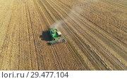 Купить «Aerial shot of a combine harvester in action on wheat field», видеоролик № 29477104, снято 14 сентября 2018 г. (c) Андрей Радченко / Фотобанк Лори